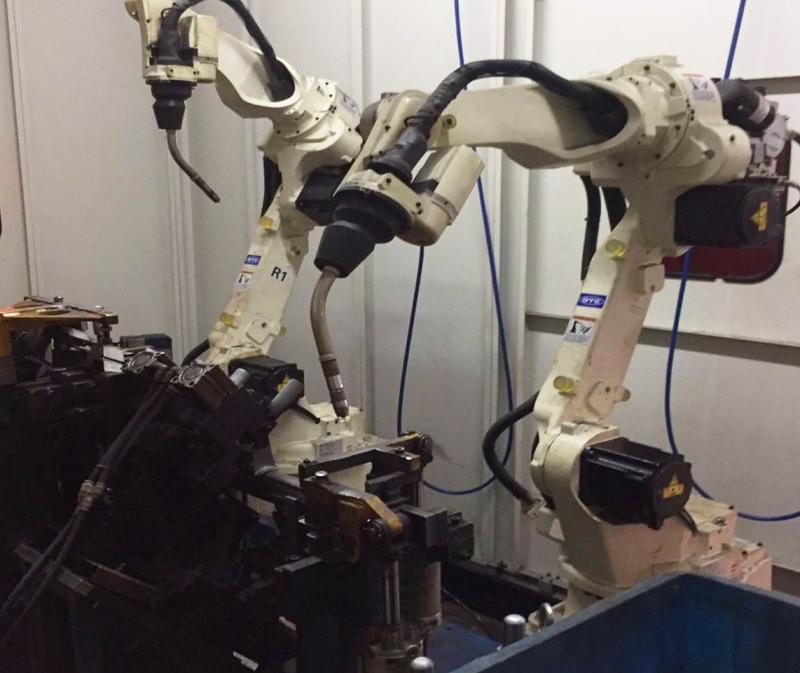 双工位机器人焊接